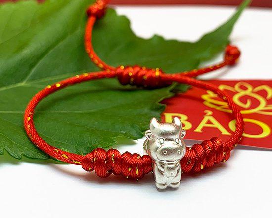 Vòng chỉ đỏ ánh kim tết tay kết hợp con giáp Bạc hình năm sinh siêu kute dành cho Mẹ Và Bé